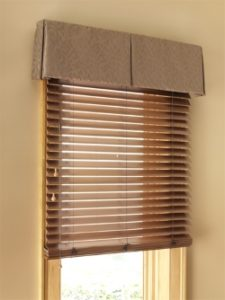 wood-blinds-with-valance
